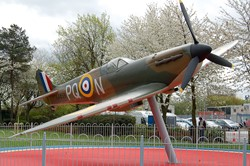 Spitfire Replica Unveiled at Grangemouth