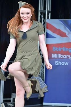 Linzi Slamin Kennedy Cupcakes Stirling Military Show 2013