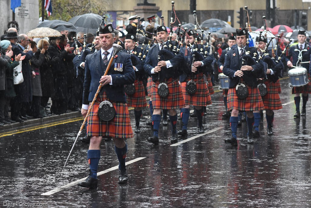 Glasgow Police Pipe Band - Remembrance Sunday (Armistice Day) Glasgow 2018