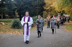 Polish Priest leads Parade to Remember Polish Airmen at Newark, England