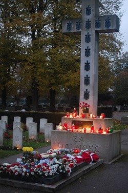 Candles on the Memorial Cross to Polish Airmen at Newark