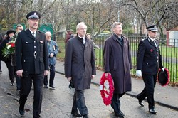 PC Simon Daley, Tomasz Trafas, Kenny MacAskill and DCC Steve Allen - Polish War Memorial
