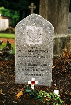 Polish Grave - W E Malkiewicz and T Siemienczuk - Grandsable Cemetery, Grangemouth
